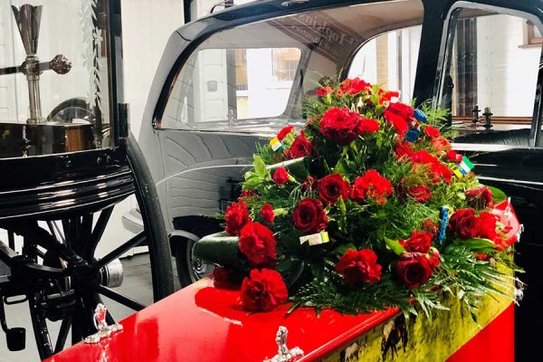 Red-Funeral-floral-tribute-Hopkinson-0